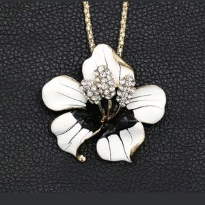 New black/white flower brooch/necklace